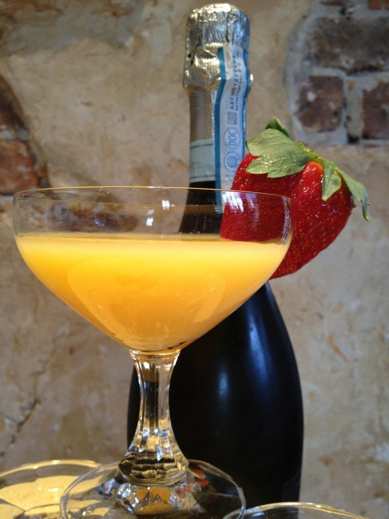 The Best Mimosa Recipe For Your Cravings!