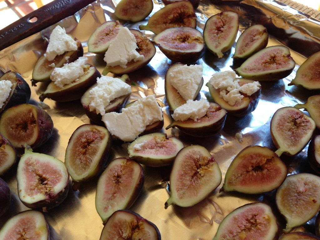 Roasted Figs with Prosciutto and Goat Cheese